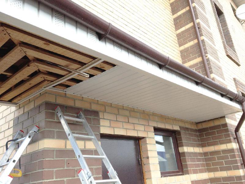 Установка подшивки крыши