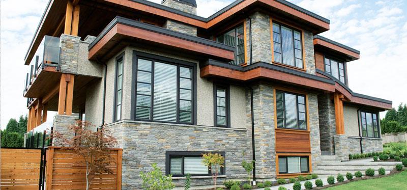 Отделка фасада дома имитатором камня
