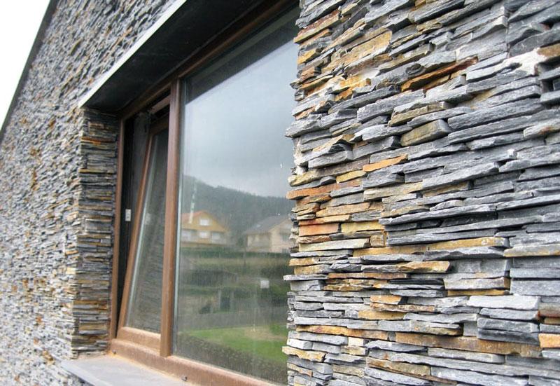 Отделка фасада дома природным камнем