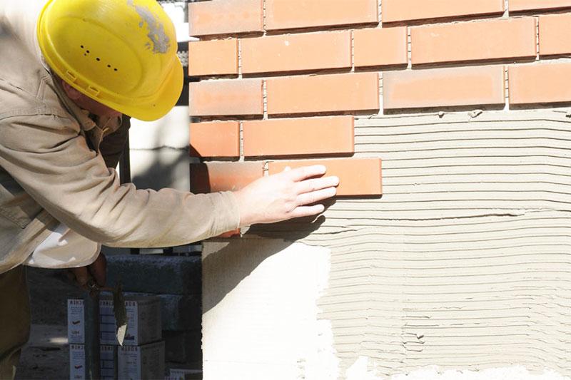 Монтаж фасадной плитки на клей