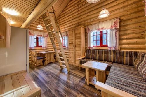 SIyq jBINOI - Сруб маленького уютного домика