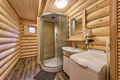 e4ZIa519fFs - Сруб маленького уютного домика