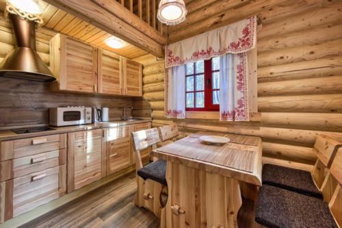 jBZvrUB5KKM - Сруб маленького уютного домика