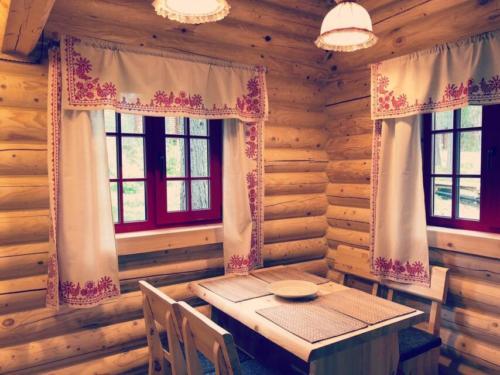 l7uKxn9b5Ps - Сруб маленького уютного домика