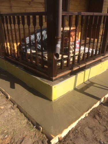 1 - Внешняя отделка имитатором бревна, утепление фасада, отделка цоколя и оконных рам